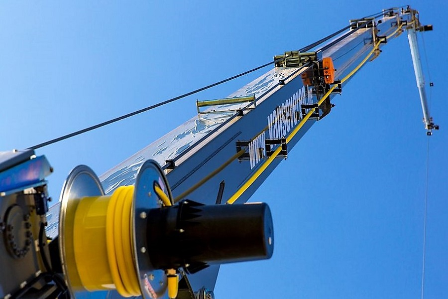 Neuhäuser Qualitätsdächer, Foto: Kran und Hubarbeitsbühnenverleih